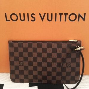 Louis Vuitton Neverfull Pochette!